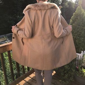 NEW NEVER WORN Banana Republic Coat Tan Collar